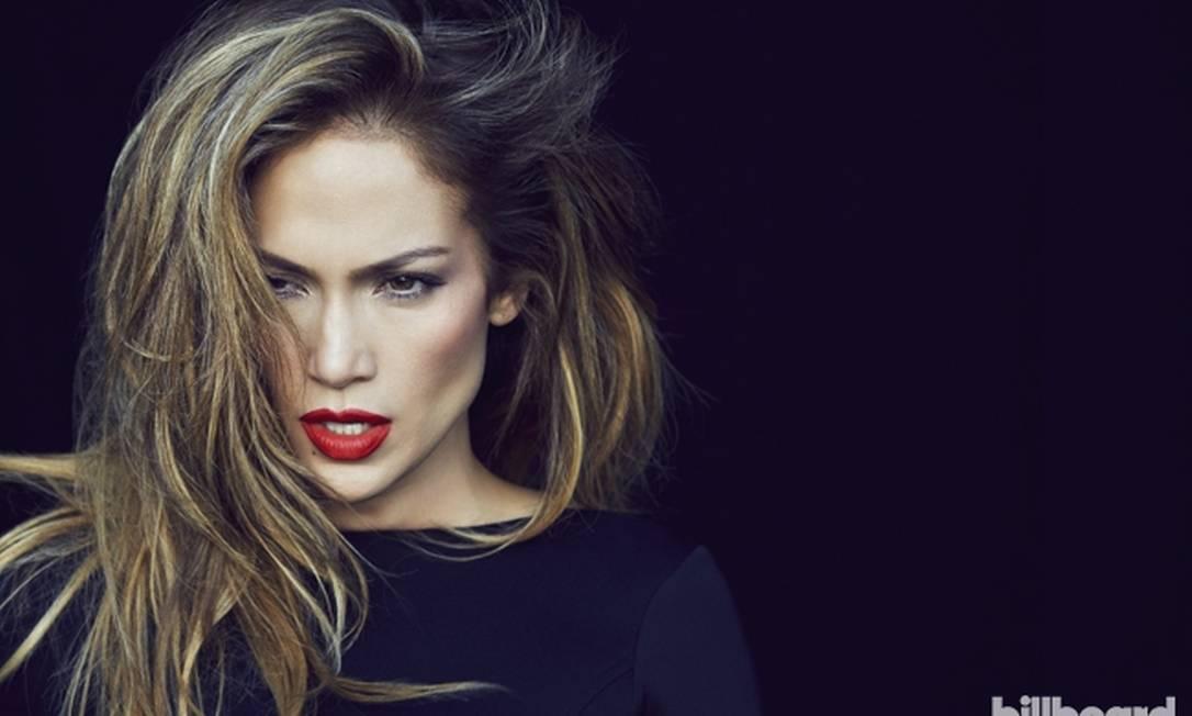 A cantora está com 44 anos e mostra que está com tudo em dia Divulgação / Billboard