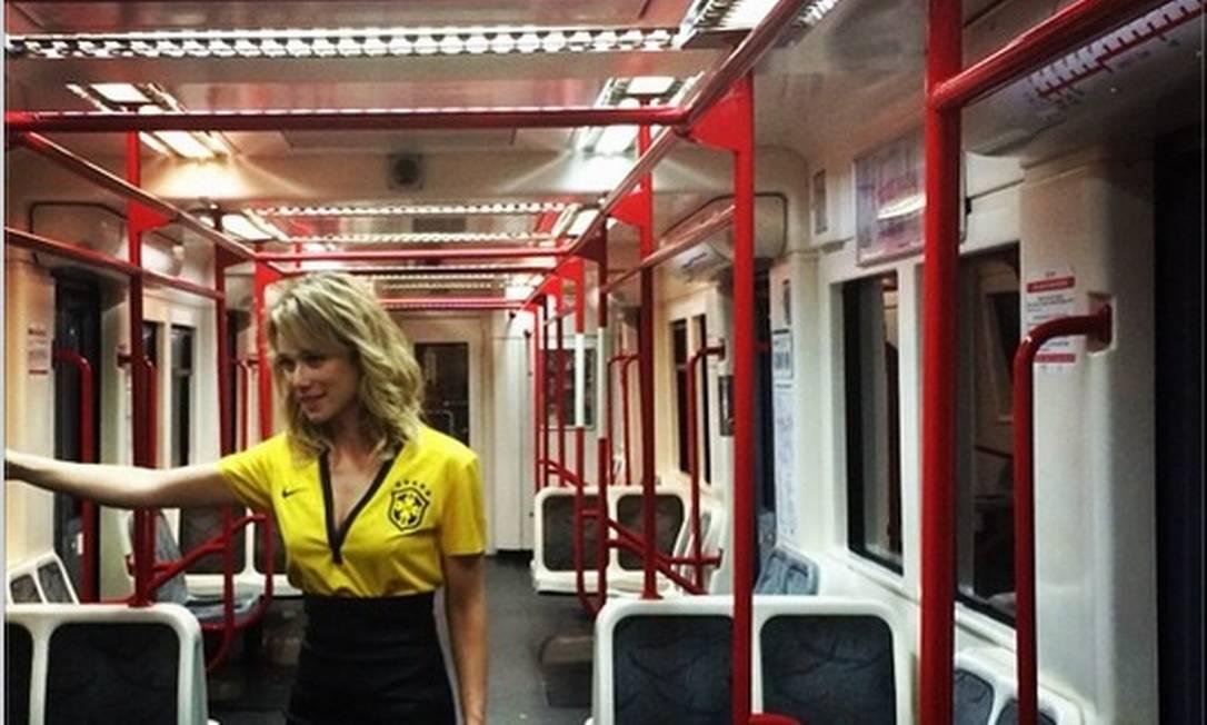A atriz Mariana Ximenes postou uma foto dentro do metrô logo após o fim o jogo Brasil x Croácia Instagram