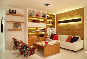 Detalhes da sala, em formato de L, de apartamento de 140m²no Jardim Botânico, no Rio Foto: Divulgação