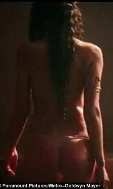 Acostumada a posar de lingerie para diversas marcas, a russa também usou pouca roupa em suas cenas como Megara Divulgação / Paramount Pictures