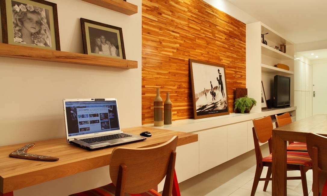 escritorio compacto junto à sala de jantar Divulgação