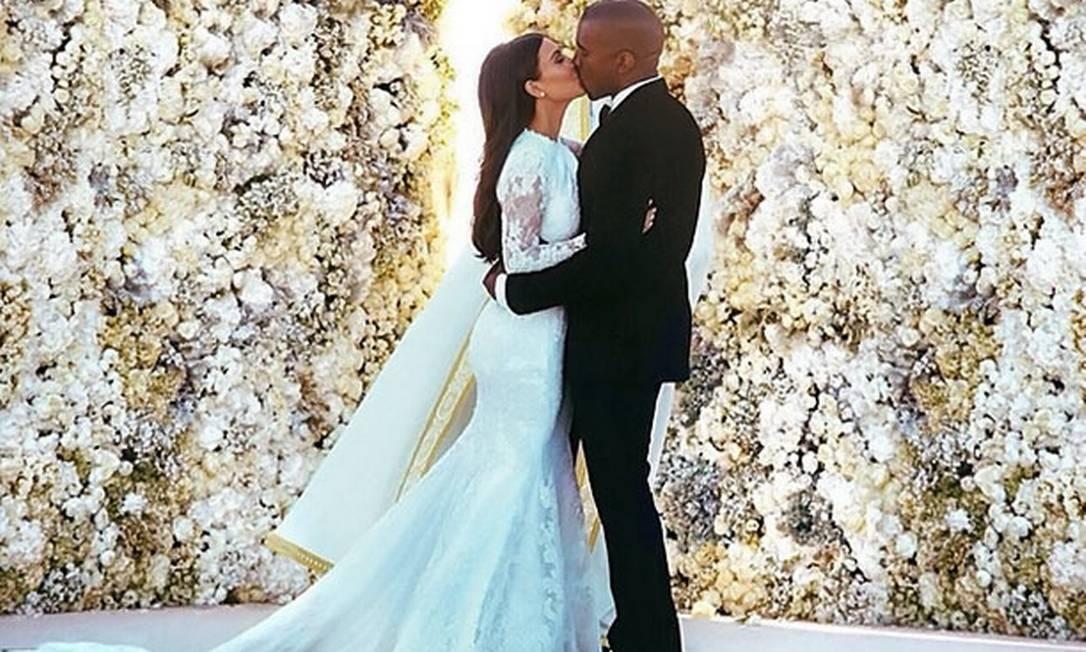 Foto do beijo de Kim Kardashian e Kanye West é a mais curtida de todos os tempos no Instagram - Jornal O Globo