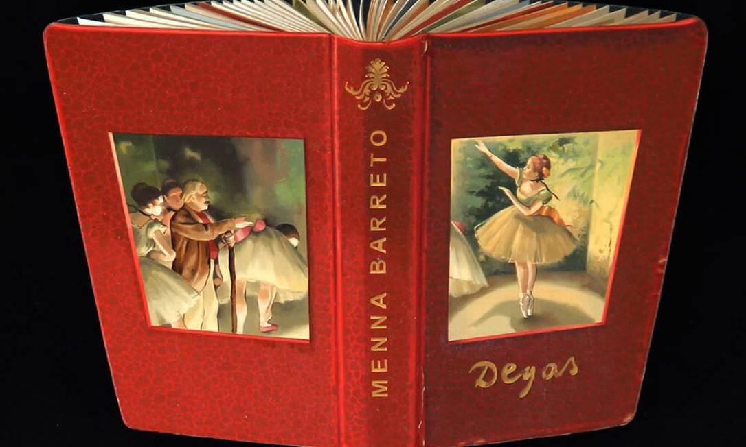 Brincadeira com um livro do pintos francês Edgar Degas Reprodução