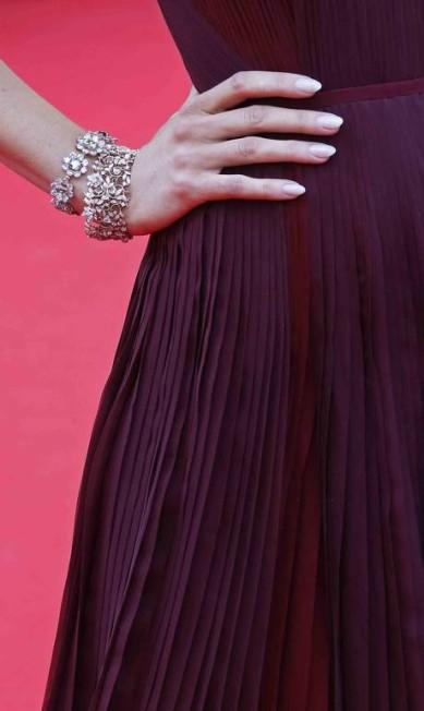 """Detalhe do bracelete, também Lorraine Schwartz, que a americana usou na première de """"Grace de Monaco"""" YVES HERMAN / REUTERS"""