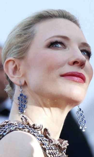 """A Chopard emprestou um par de brincos de safira para Cate Blanchett brilhar ainda mais na estreia de """"Como treinar seu dragão 2"""" YVES HERMAN / REUTERS"""