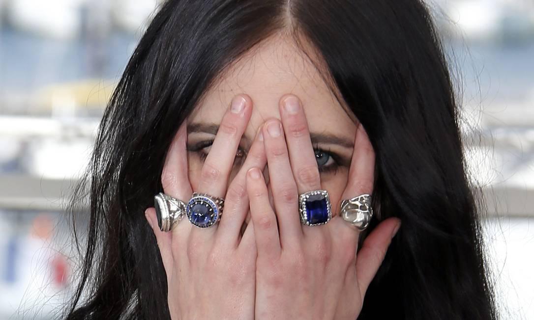 """De todos os gostos, Eva Green não economizou nos anéis na photocall do filme """"The Salvation"""" ERIC GAILLARD / REUTERS"""