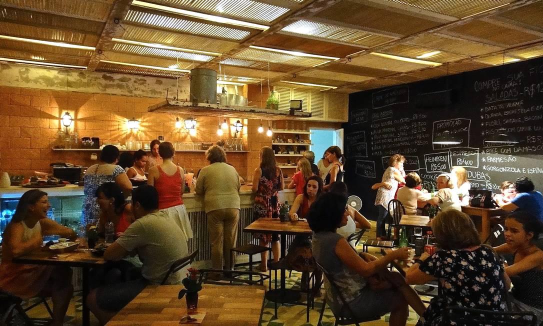 RG - Exclusiva. Sei Lá, Mil Coisas. Foto de ambiente do Café da Fábrica, na Bhering, com projeto de Helio Pelegrino. Divulgação / Divulgação