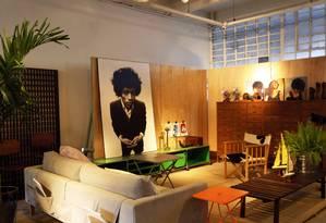 Inagurado há um mês na Bhering, M.o.o.c. reúne móveis com assinatura própria e objetos Foto: Ana Branco / Agência O Globo