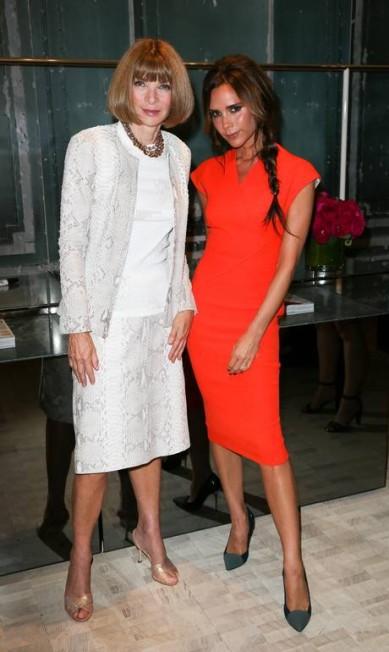 """A carreira na moda tem sido muito mais proveitosa do que sua trajetória na música. Antes de criar sua própria marca, Victoria foi embaixadora da Dolce & Gabbana na Inglaterra, desfilou para Roberto Cavalli em Milão, em 2006, e foi garota-propaganda de Marc Jacobs na campanha de primavera 2008. Tudo isso, claro, fez dela amiga de Anna Wintour, a editora-chefe da """"Vogue"""" americana Andrew Toth / AP"""