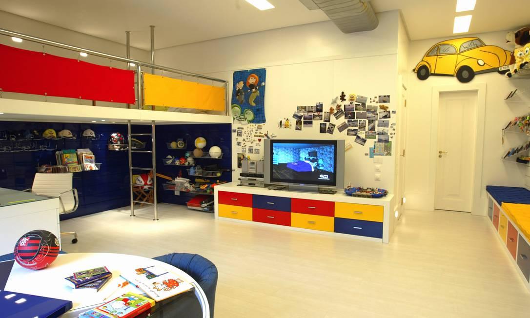 Na versão de Maurício Nóbrega, o painel de fotos toma conta de toda uma parede do quarto Divulgação / Arquivo O Globo