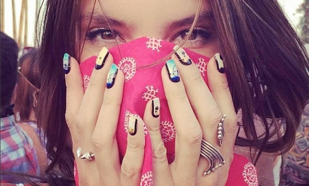 Outra celebridade tupininiquim que aproveitou a festa foi a modelo Alessandra Ambrósio Reprodução / Instagram