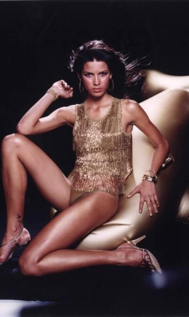 Em 2000, Raica Oliveira já tinha tatuagem e influente no mundo da moda... ROGERIO FAISSAL