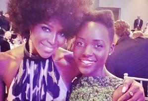 A selfie de Naomi e Lupita Foto: Reprodução/ Instagram