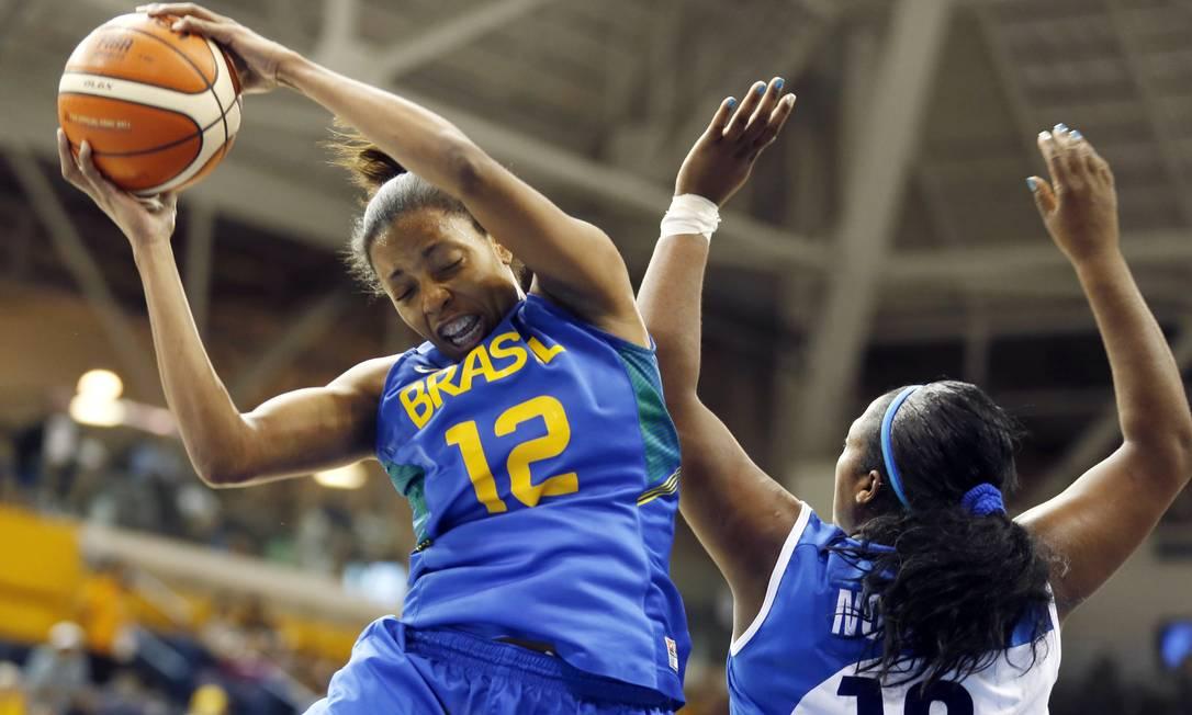 No basquete feminino, o Brasil de Karina Jacob perde o bronze para a seleção de Cuba Julio Cortez / AP