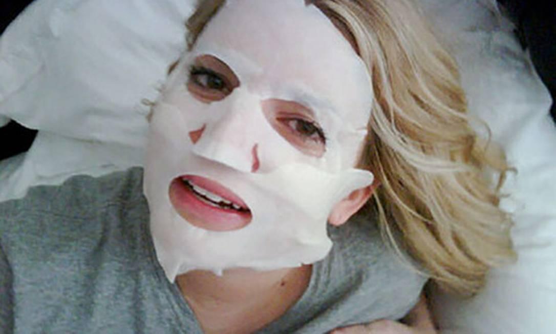A cantora Jessica Simpson ficou irreconhecível com esta máscara Reprodução/ Twitter