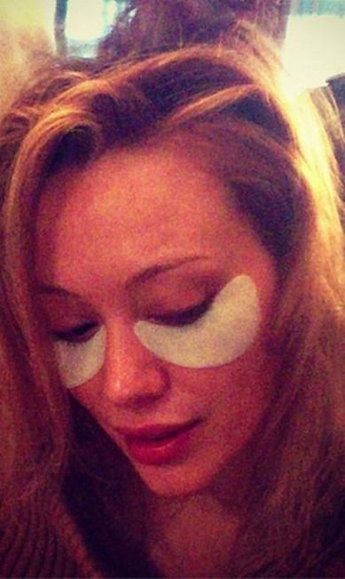 Hilary Duff foi mais discreta. A ideia, pela foto, era apenas minimizar as olheiras Reprodução/ Instagram