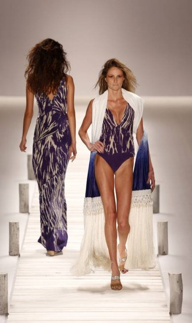 Esta espécie de xale criado pela estilista Patricia Viera remete à tapeçaria das redes Fabio Rossi / Agência O Globo