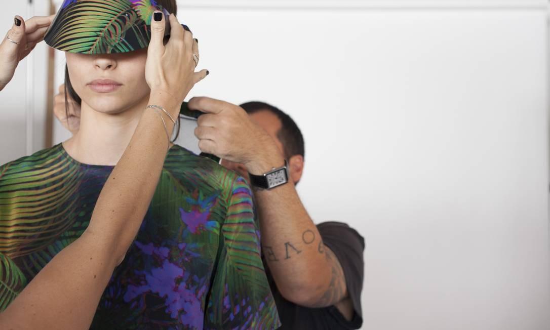 A Osklen Praia vai estrear nas passarelas do Fashion Rio na terça-feira, fechando o primeiro dia de desfiles. Nesta galeria, acompanhamos a prova de roupa da marca que aconteceu neste domingo. Para você já ter um gostinho do que vem por aí... Foto: Divulgação