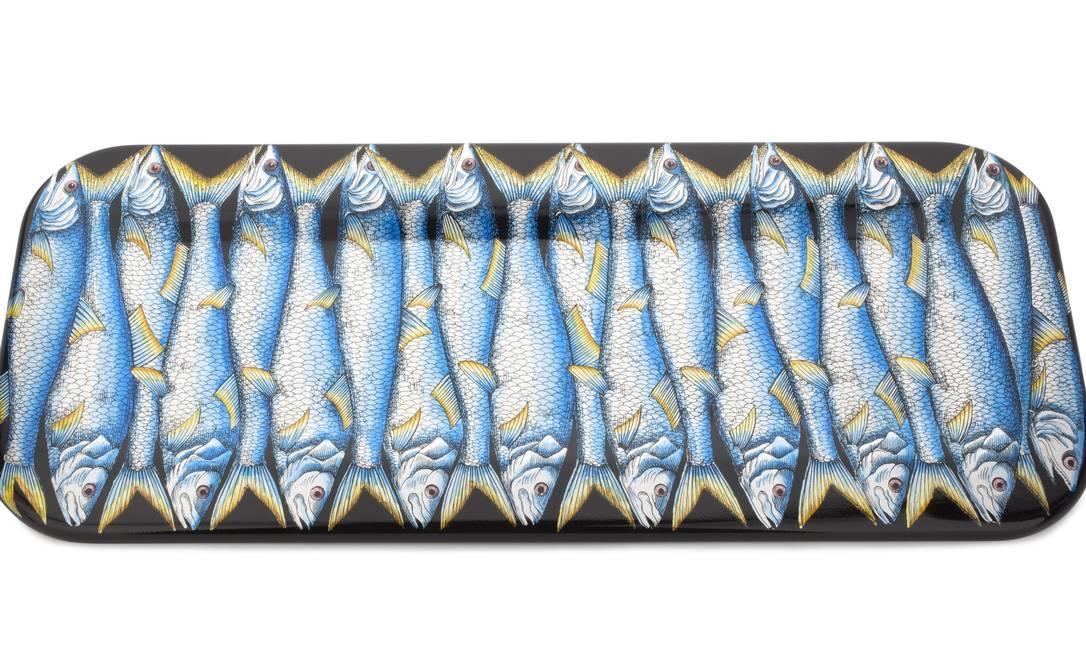 Bandeja da italiana Fornasetti (R$ 4.200), na Poeira (2580-0513) Divulgação