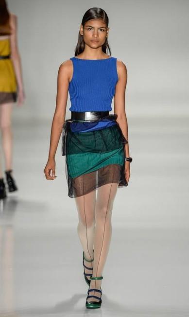 Gloria Coelho escolheu um modelo moderno, com detalhes em azul e verde. O mesmo sapato apareceu em outras cores durante o desfile Ze Takahashi / Ze Takahashi/FOTOSITE