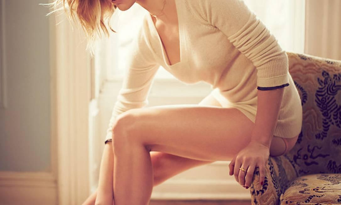 """Emilia Clarke e a sua Daenerys Targaryen que se cuidem. A quatro dias da estreia da nova temporada de """"Game of Thrones"""", a atriz Natalie Dormer, que interpreta Margaery Tyrell — a destemida noiva do rei Joffrey Baratheon na série — apareceu de topless em um ensaio para a """"GQ"""" americana Reprodução / Revista GQ"""