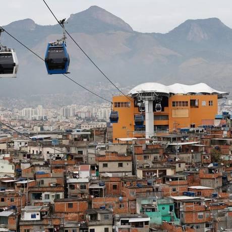 O teleférico: moradores querem volta do serviço aos domingos Foto: Pablo Jacob / Agência O Globo (22/06/2015)
