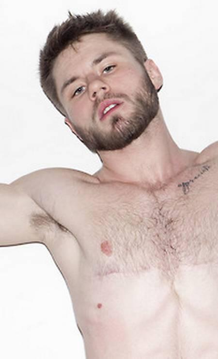 Nas fotos, o modelo mostra como está em ótima forma Foto: Terry Richardson / Reprodução
