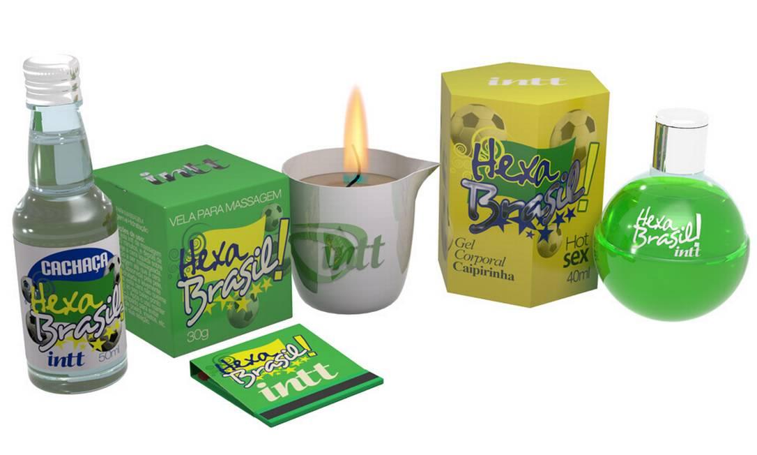 Kit Hexa Brasil, R$ 65: vem com uma vela para massagem, gel corporal, cachaça e uma mini caixa de fósforo. Entre uma partida e outra, o Hexa Brasil promete criar um clima de romance e paixão no ar Divulgação
