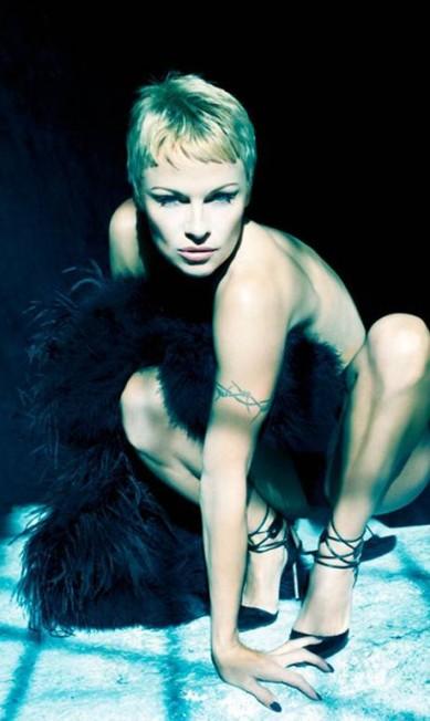 O rostinho de garota pode até não ser mais o mesmo, mas Pamela Anderson mostrou que o corpo continua escultural aos 46 anos Divulgação / Sante D'Orazio para Purple Magazine