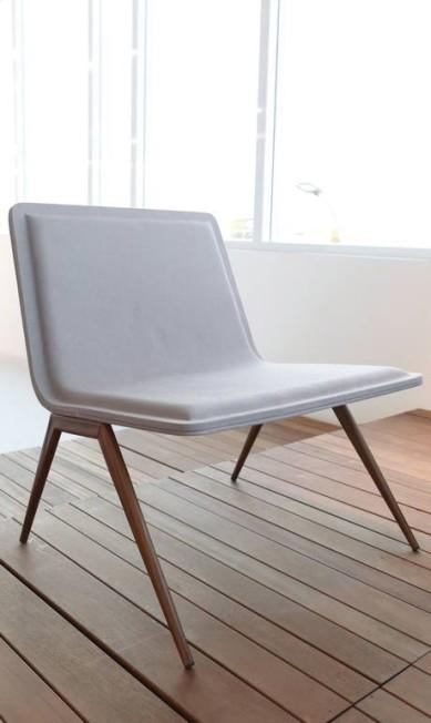 Tecno: fininha, mas confortável, a poltrona tem também uma versão cadeira, para o jantar e bancadas Simone Marinho / Agência O Globo