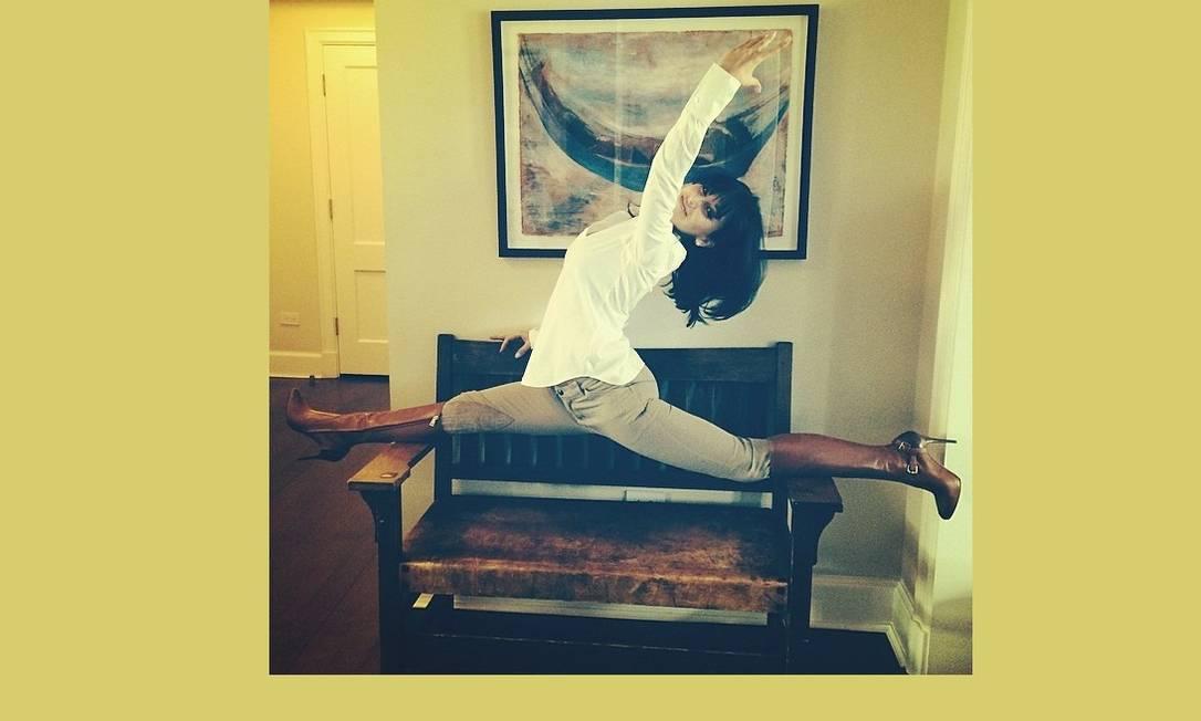 Quem disse que ela medo de a calça rasgar? Reprodução Instagram