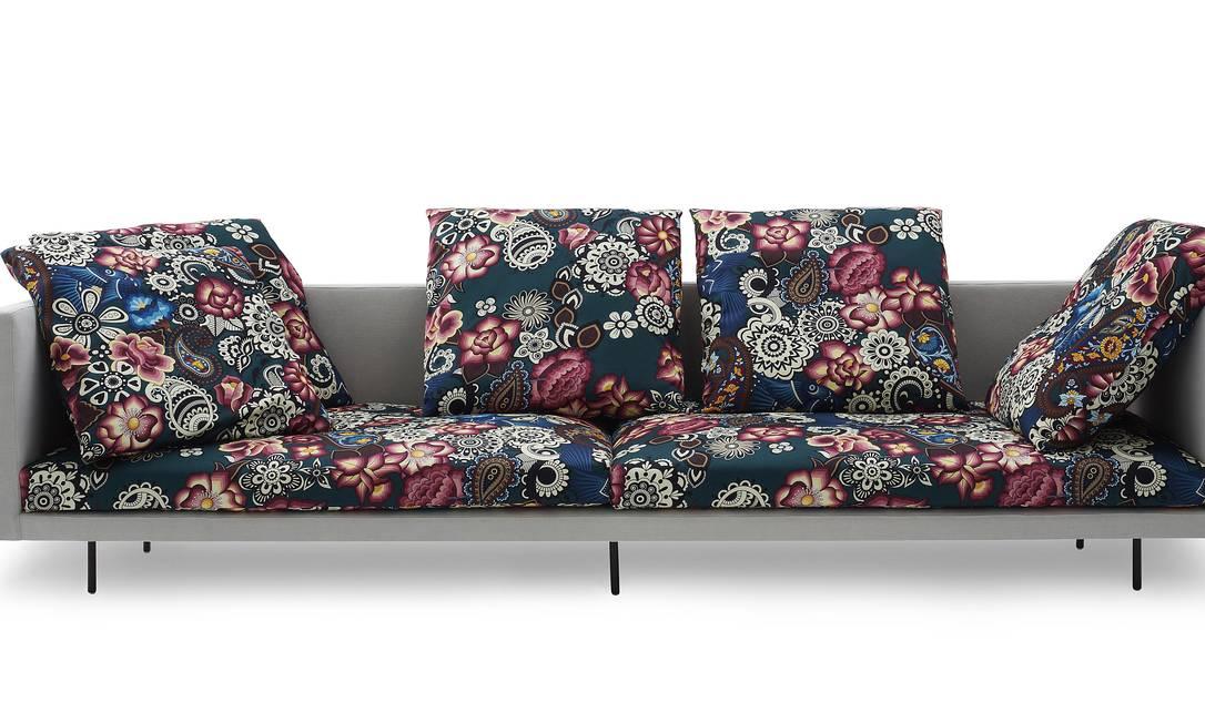Feito por Adriana Barra, que já criou estampas para pastilhas e panelas, sofá é parceria com o designer Marcus Ferreira Terceiro / Divulgação