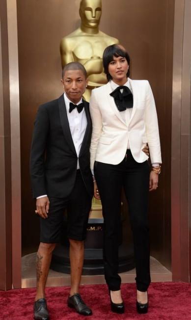 Querem mais descontração que Pharrell Williams de bermuda na noite de gala? ROBYN BECK / AFP