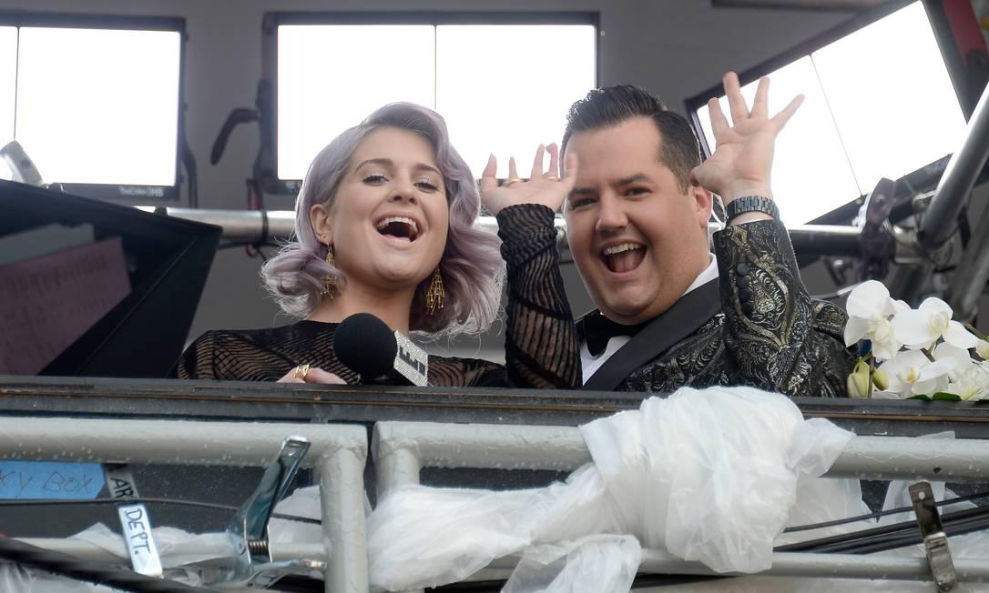 "O ""tchauzinho"" de Kelly Osbourne e Ross Mathews KEVORK DJANSEZIAN / AFP"