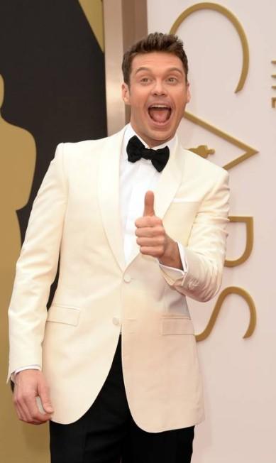 """O apresentador Ryan Seacrest fez careta e """"joinha"""" para a foto Jason Merritt / AFP"""