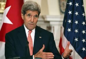 Secretário de Estado dos EUA, John Kerry, classifica comentários de Ali Khamenei como preocupantes Foto: MARK WILSON / AFP