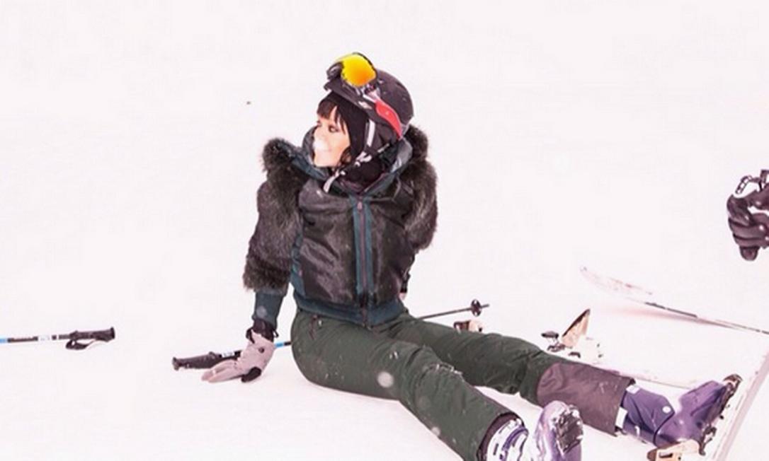 Mas Rihanna também deixa registrarem momentos não tão glamurosos, como o tombo enquanto esquiava Instagram