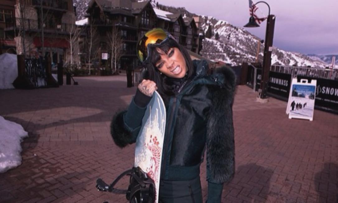 Durante a temporada na neve, cantora tem feito a festa dos fãs publicando cada momento da viagem Instagram
