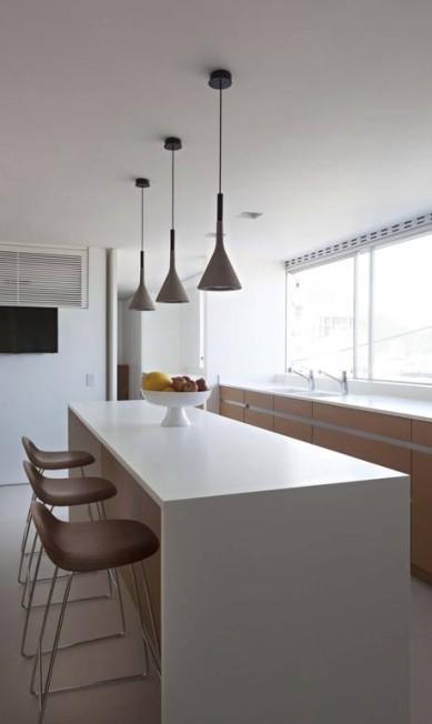 Até a cozinha ganhou uma luminosidade natural graças aos vidros Terceiro / Divulgação