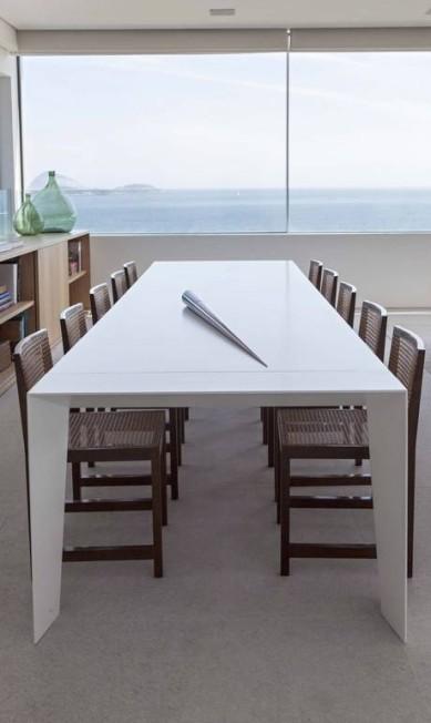 Na sala de jantar, a vista para as ilhas cagarras impressiona Terceiro / Agência O Globo