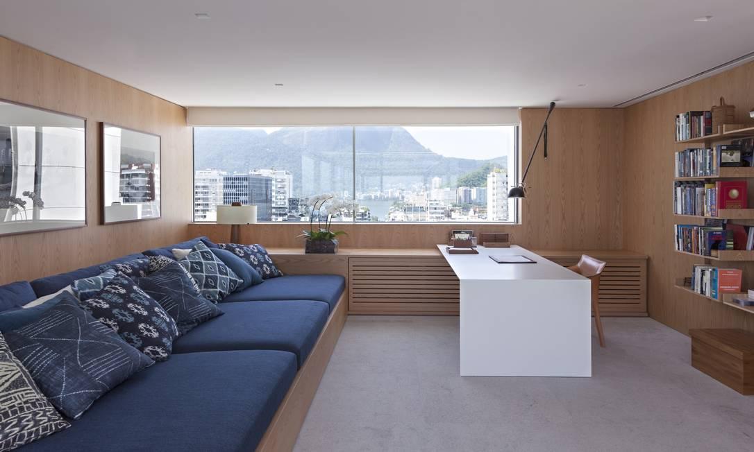 Aqui, o vidro é cercado por um acabamento que lembra madeira, bem aconchegante Terceiro / Agência O Globo