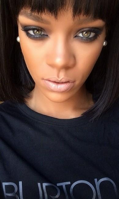 A maquiagem da cantora para celebrar a data com estilo Instagram