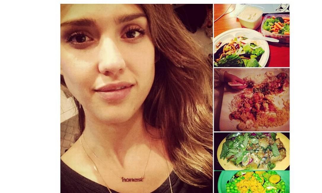 Jessica Alba parece não seguir uma dieta tão radical. Misturada a algumas guloseimas, a atriz posta em seu Instagram vídeos de receitas e fotos de uma alimentação mais leve. Na imagem do meio, na coluna da direita, ela mostra um curry vegetariano e brinca que a filha Haven está tentando pegar alguns pedaços Reprodução