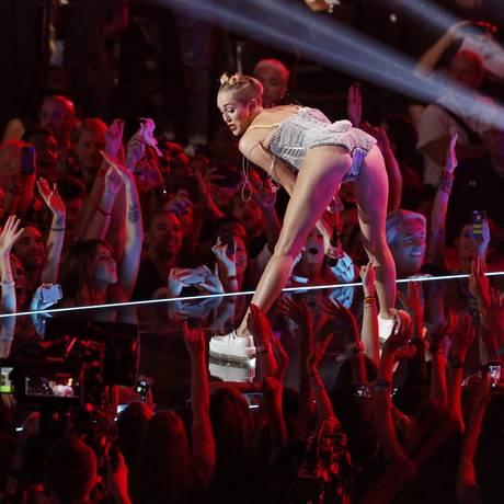 Miley Cyrus durante apresentação no VMA 2013 Foto: LUCAS JACKSON / REUTERS
