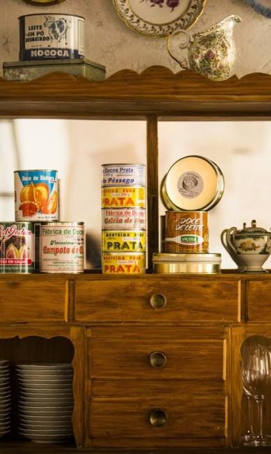 Toque de história: o restaurante Volta integrou ao décor latas de produtos tradicionais Fabio Seixo / Agência O Globo