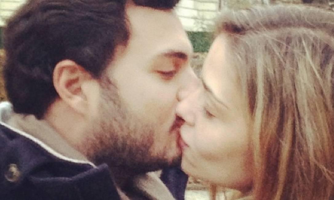 """Ana Beatriz homenageou o namorado com uma foto de um beijo romântico. """"Feliz dia dos namorados meu amor te amo muito"""" Instagram"""
