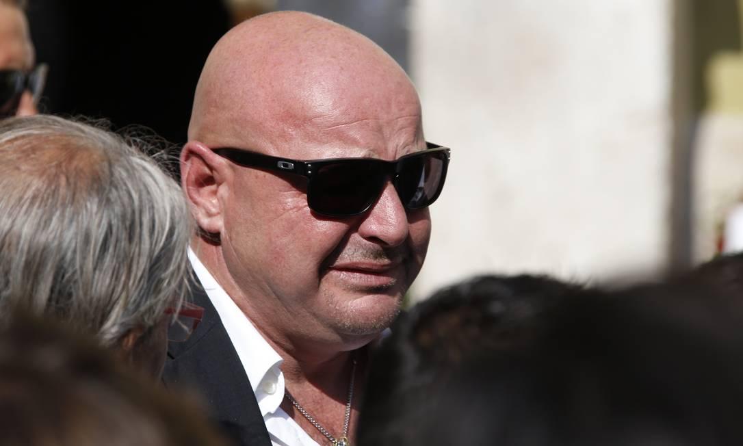 Philippe Bianchi, pai de Julian Bianchi, com expressão de choro: segundo ele, o filho não suportaria ter sequelas que o impedissem de pilotar na Fórmula 1 VALERY HACHE / AFP