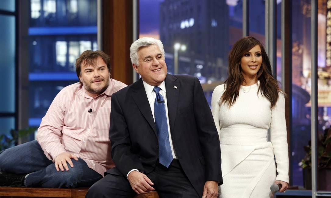 """O apresentador Jay Leno se despediu do """"The Tonight Show"""" na noite de quinta-feira, depois de 22 anos no comando da atração, com uma série de convidados especiais. O ator Jack Black e a socialite Kim Kardashian foram alguns dos convidados HANDOUT / REUTERS"""
