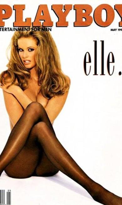 """Em 1994, a australiana Elle Macpherson, conhecida como o """"o corpo"""", apareceu na capa da revista masculina em uma pose histórica Reprodução / Playboy"""