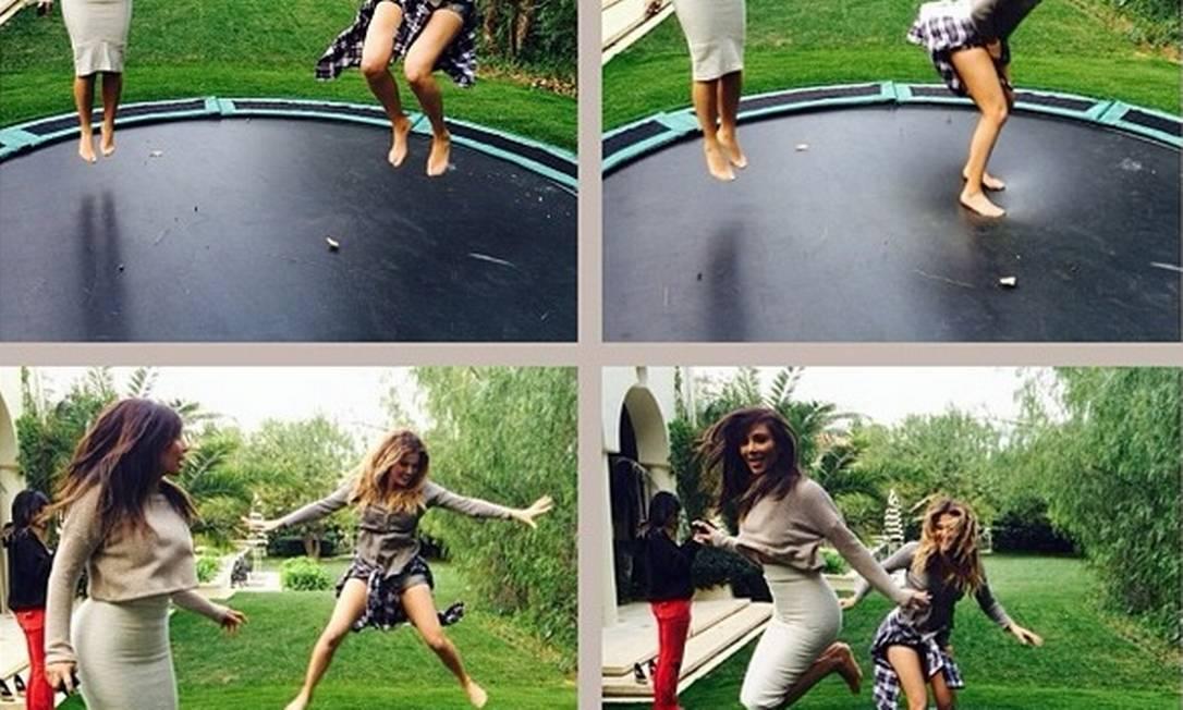 Uma saia bem justa, que limitava seus movimentos foi a escolha de Kim Kardashian para brincar no trampolim com suas irmãs... Reprodução Instagram